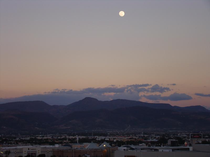 La Luna en la Tarde